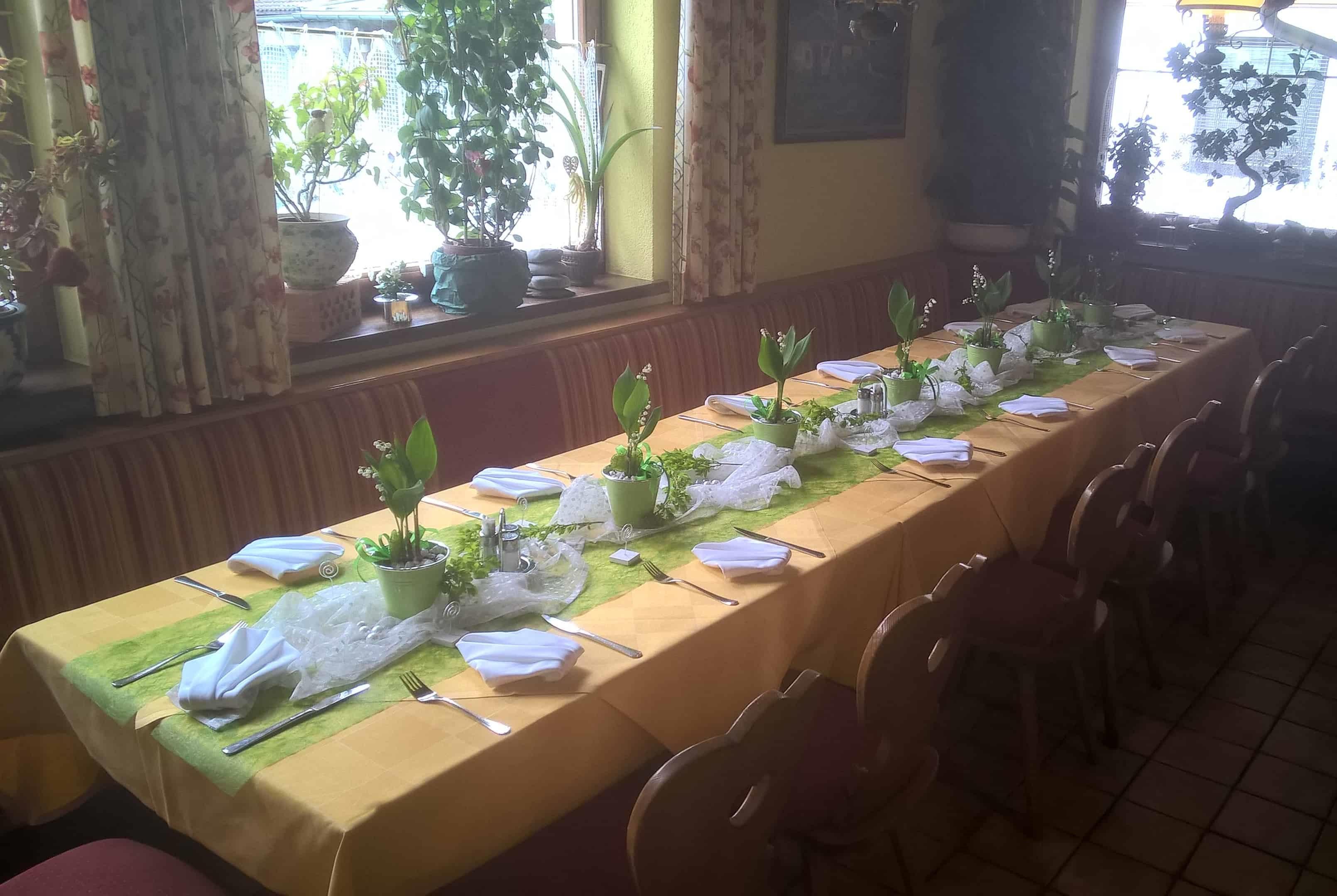 Mutertag Frühjahr Restaurant Dorfstube Holzgau.