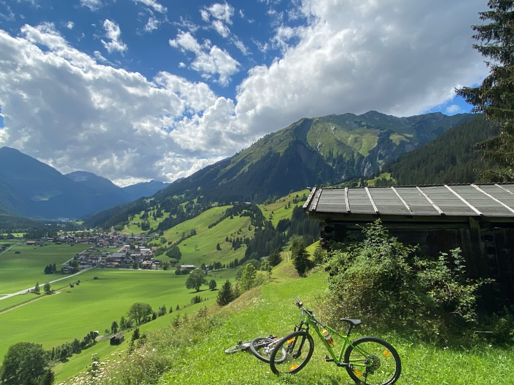 Fahrrad fahren - Holzgau im Sommer