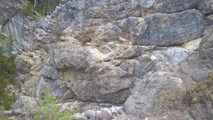 Nordseite des Erlebnisklettersteiges in Holzgau.
