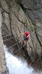 Seilbrücke über den Simms-Wasserfall zur Steinbockrunde