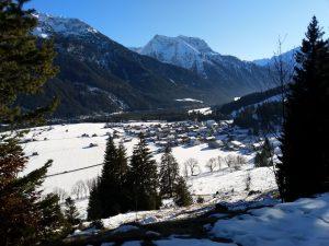 Vorderhornbach im Vorwinter Forstweg Baichlsteinrunde.