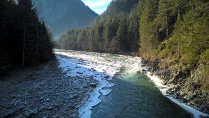 Wildfluss Lech in der Vorwinterzeit