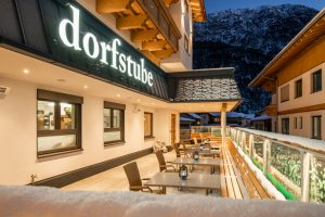 Gästepenson Dorfstube Terrasse im Vorwinter.
