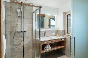 Tageslicht-Badezimmer.