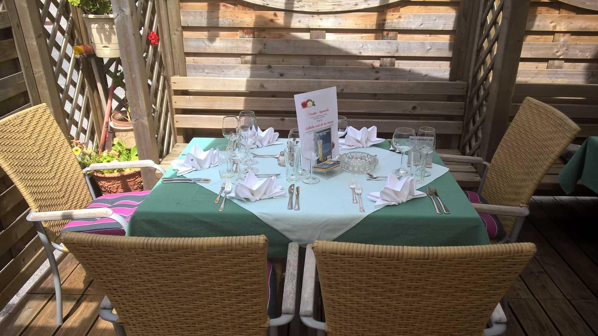 Tisch 15 Terrasse Restaurant Dorfstube Holzgau Lechtal Tirol.