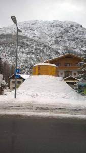 Gefüllte Schalung für den Schneemann in Holzgau.